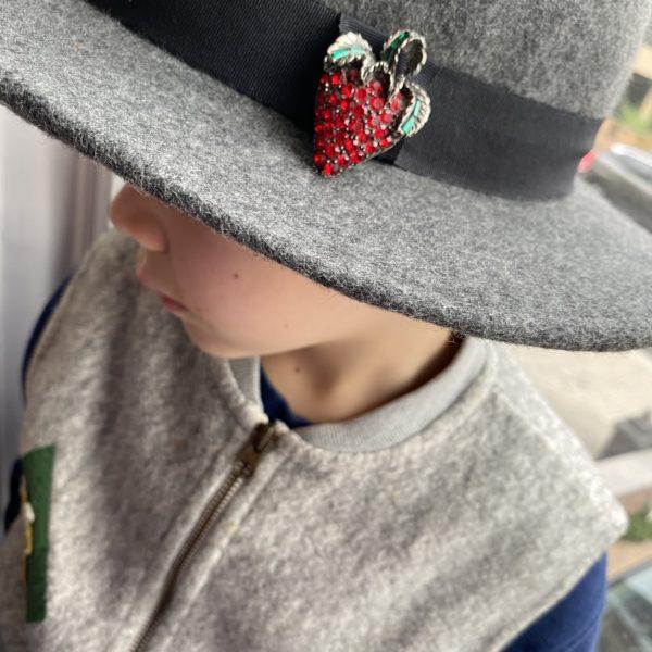 strawberry vintage cristal brooch 60s