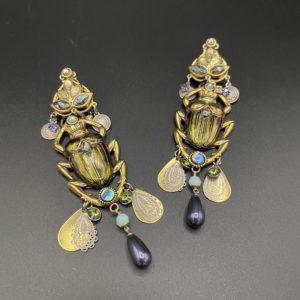 boucles d oreilles clips scarabées insecte simili cuir kaki réminiscence 1980