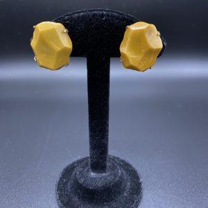 boucles d oreilles clips bakelite moutarde rock vintage 1960
