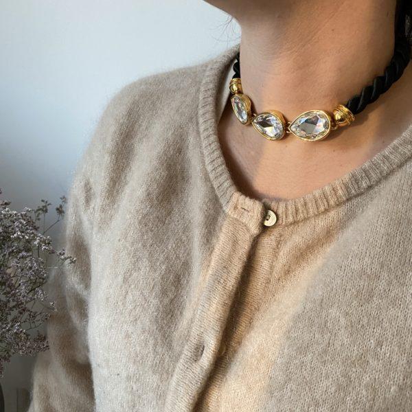 collier vintage cristal pull beige fleur seche