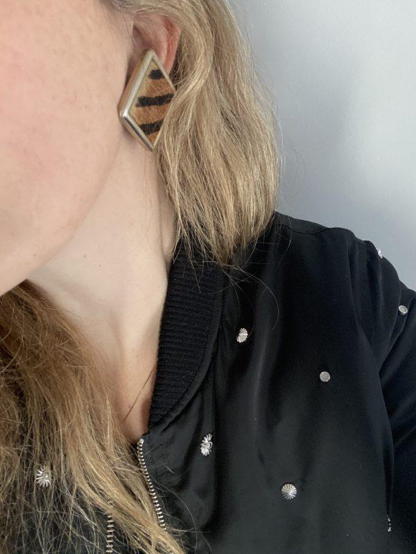 boucles d oreilles clips savane zèbre cuir bombers